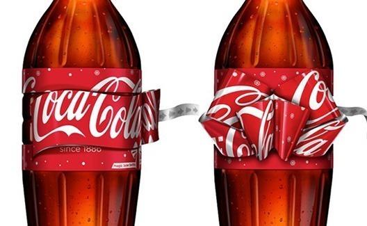 A garrafa da Coca-Cola de natal faz laços em seu rótulo! 3