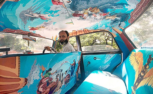 Startup indiana decora taxis com incríveis obras de artes! 5