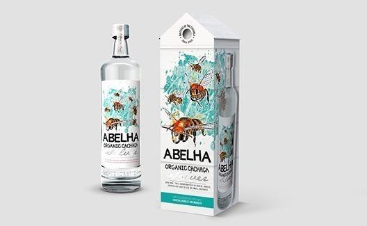 O design da Cachaça Abelha te dará vontade de tomar uma dose! 2