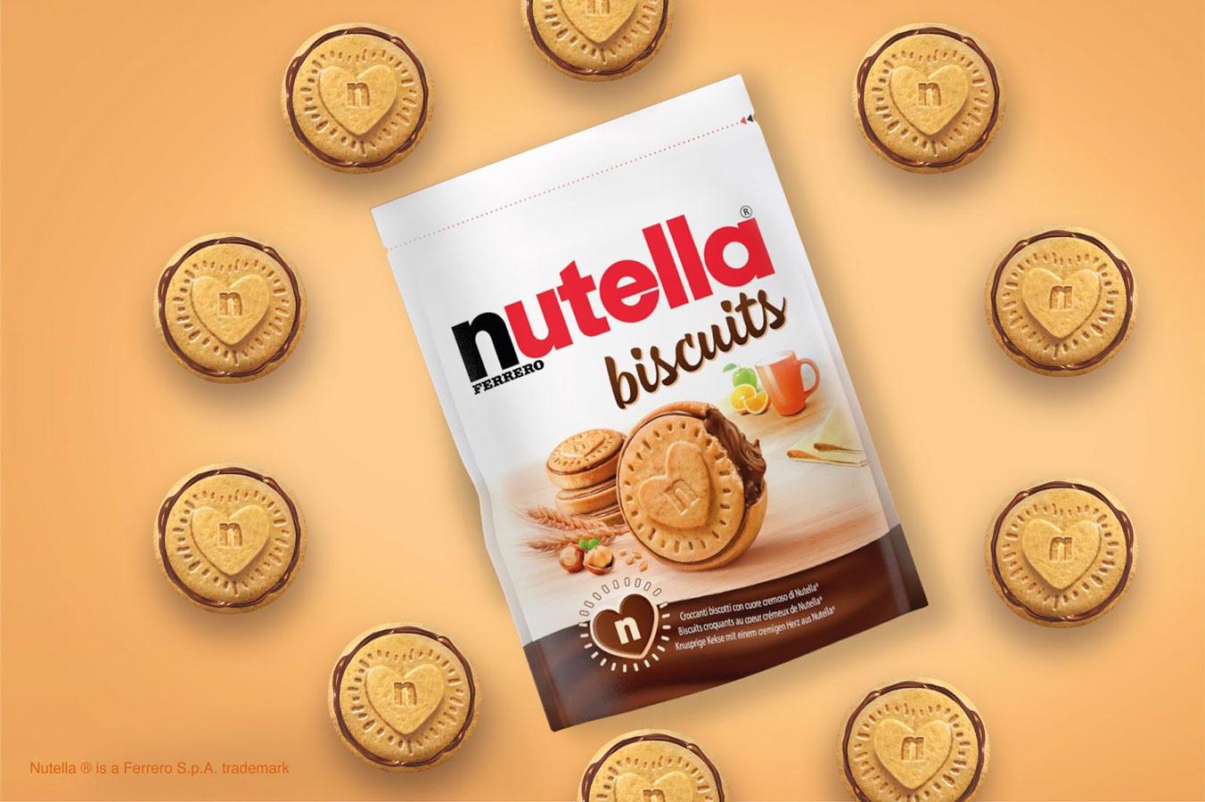 Embalagem do Nutella Biscuits rodeada por por um círculo de 10 biscoitos de Nutella
