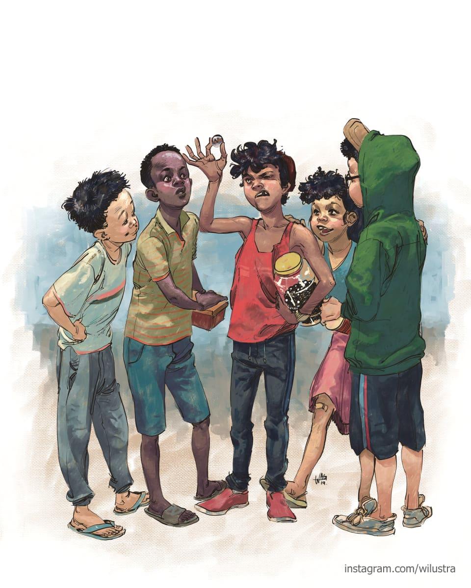 Cinco crianças analisando uma bolinha de gude na mão do garoto ao centro